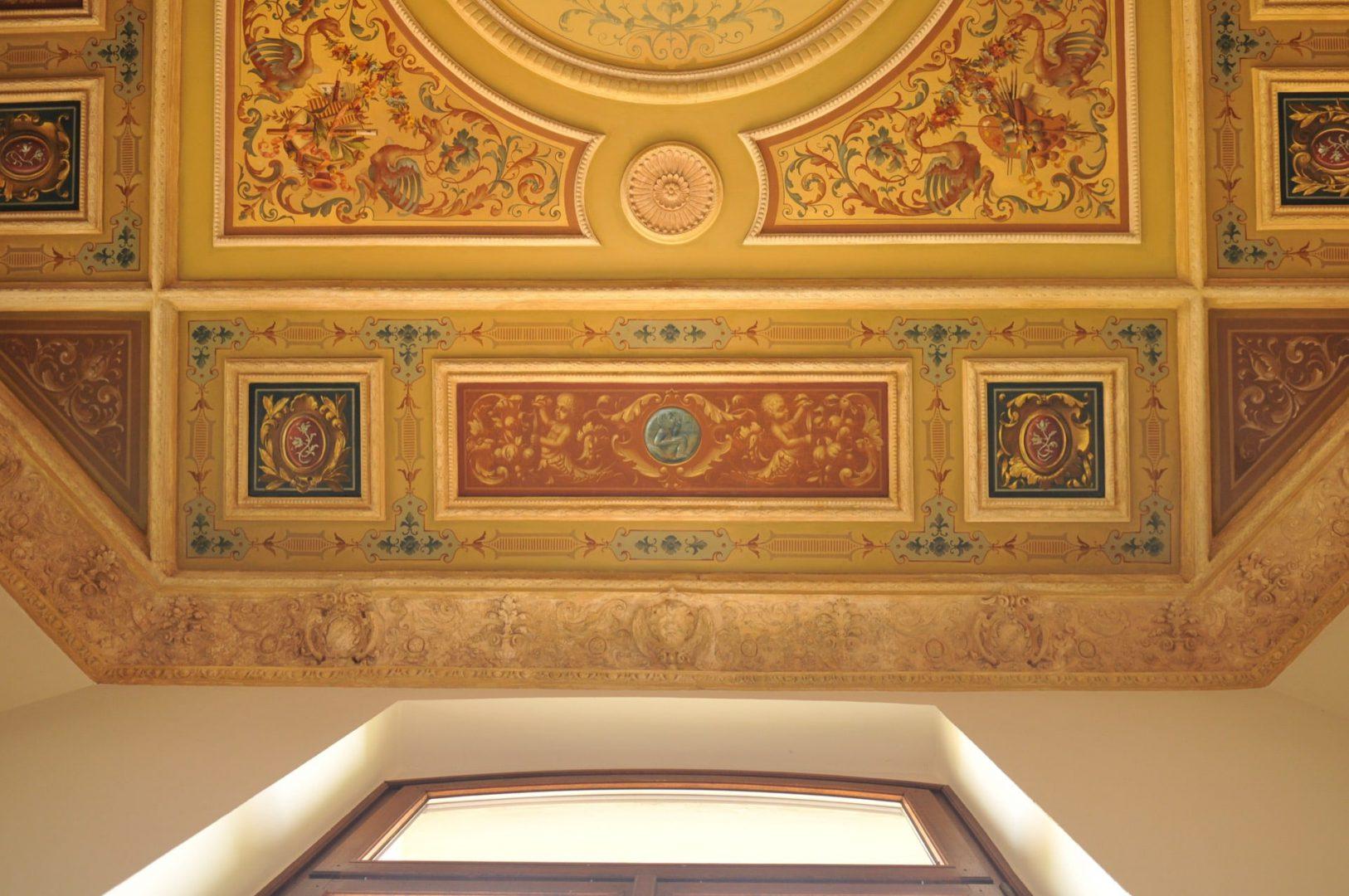 Die historische Decke aus einem Büro im Haus der Braunschweigischen Stiftungen